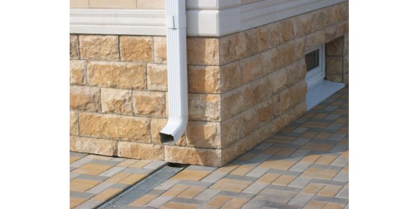 Отделка цоколя частного дома натуральным камнем. Виды камня